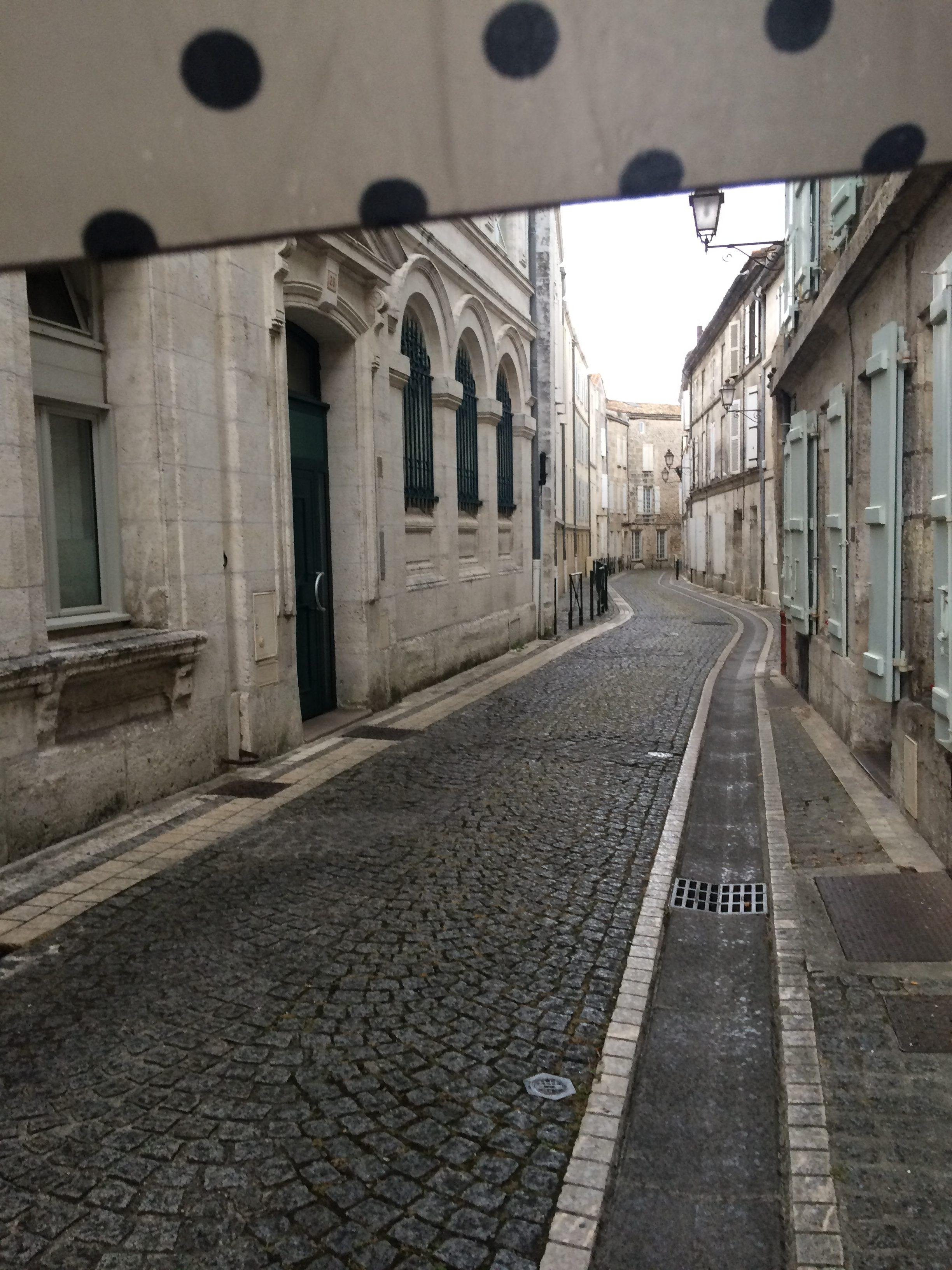 livingincognac - angouleme street