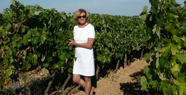 Anne du blog Living in Cognac dans les vignes de cognac
