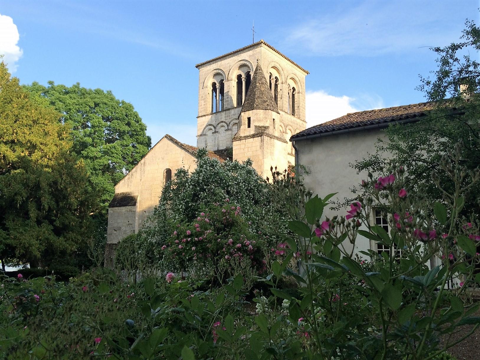 livingincognac-magnac-church