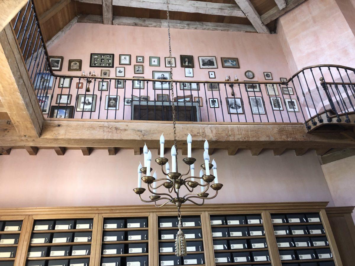 l'étage de la bibliothèque du château de La Rochefoucauld