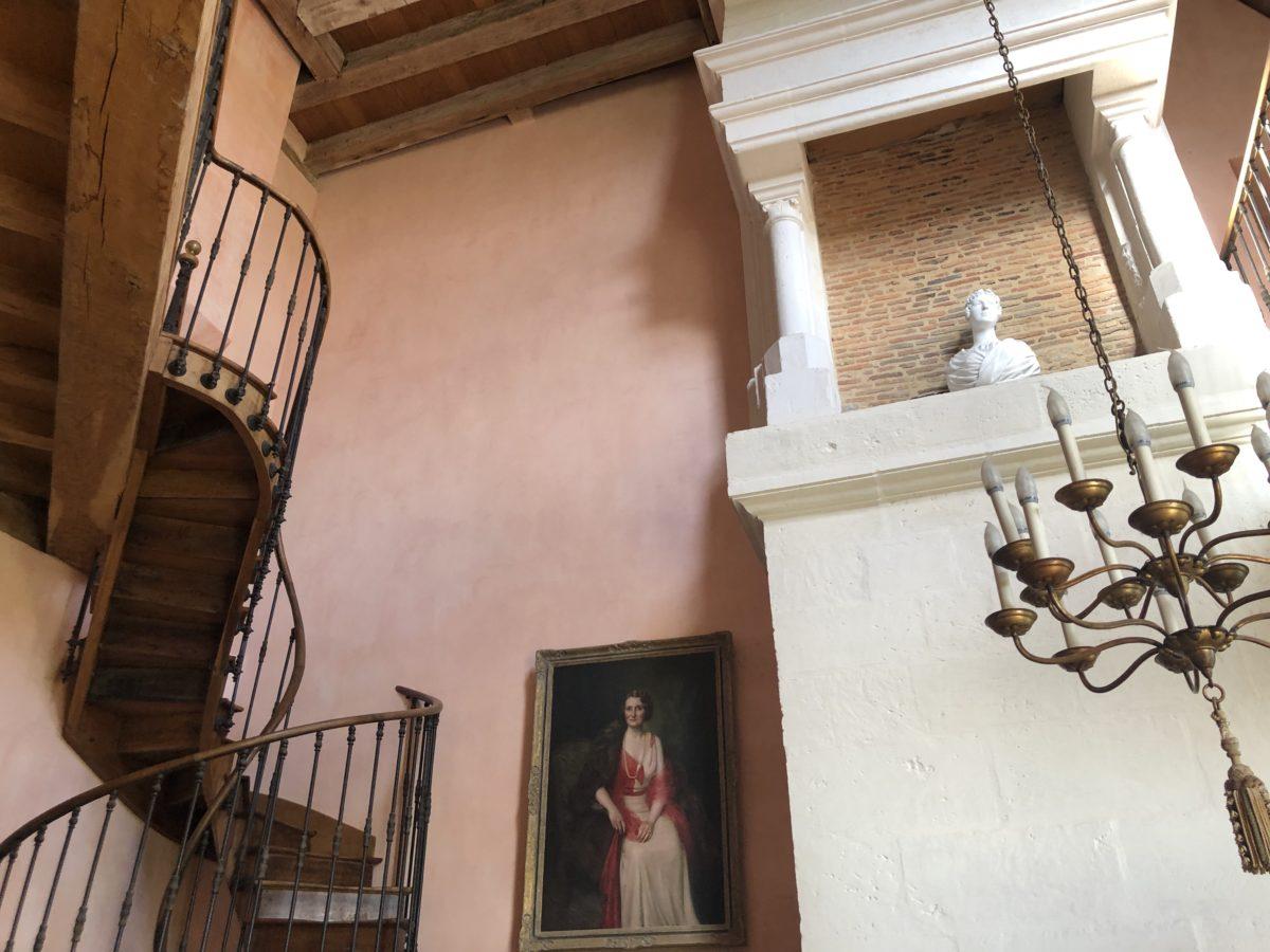 L'escalier de la bibliothèque dans le château de La Rochefoucauld