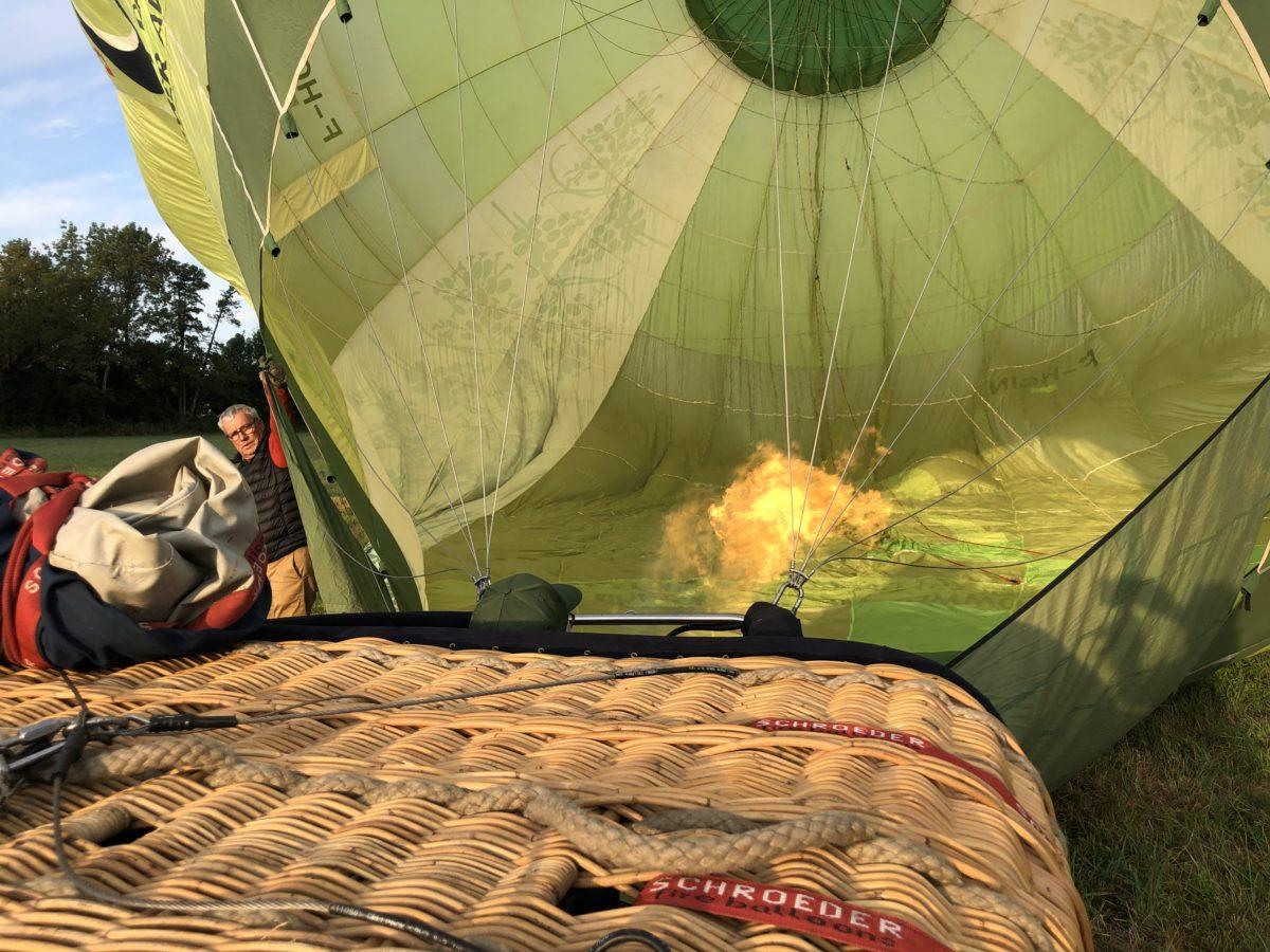 vol en montgolfière au dessus des vignes de cognac, la préparation du vol