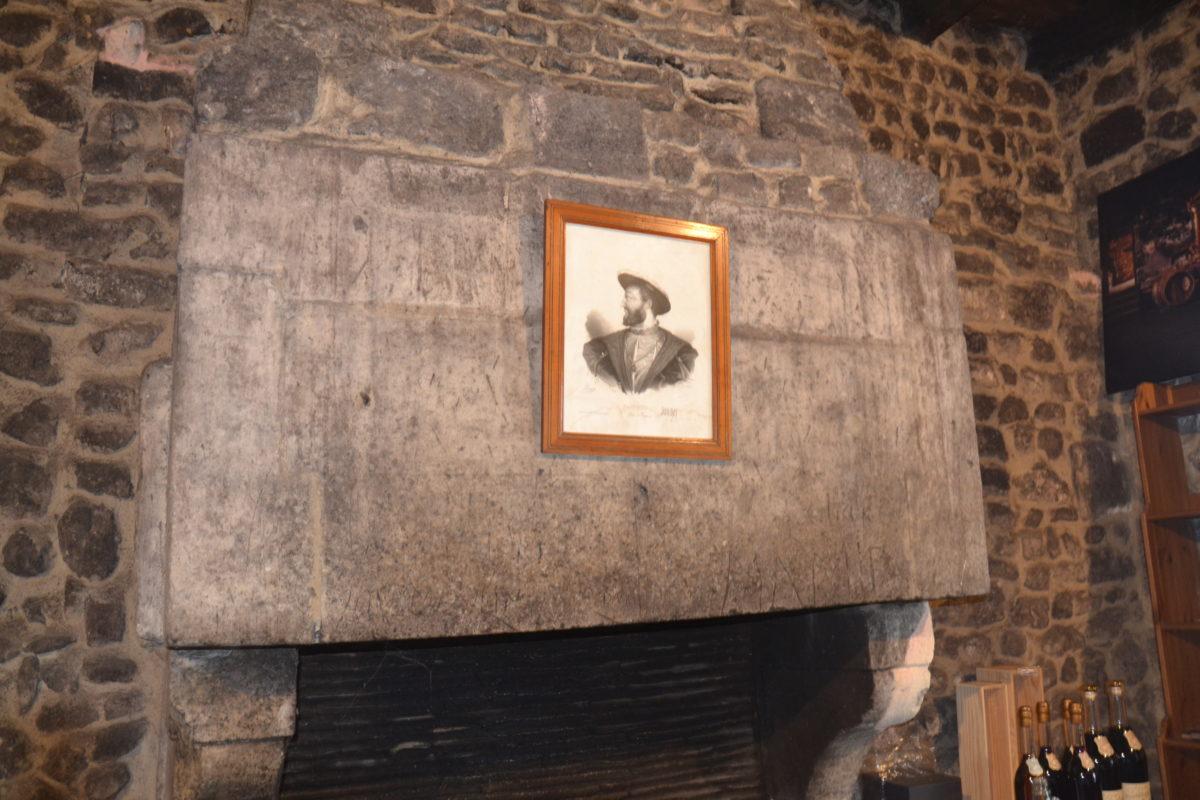 la cheminée de la salle de dégustation du pineau François 1er