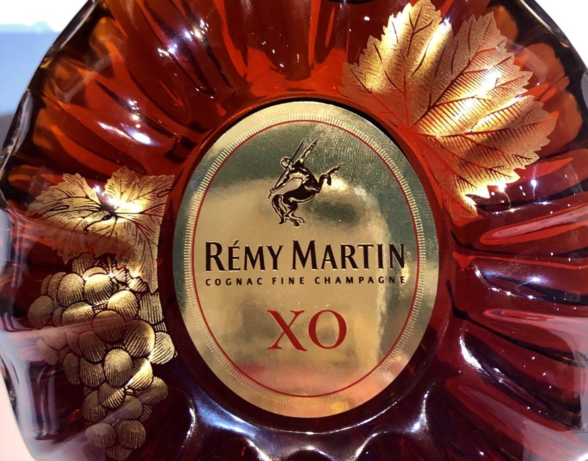 décor sérigraphié manuellement pour Rémy Martin par Bernadet