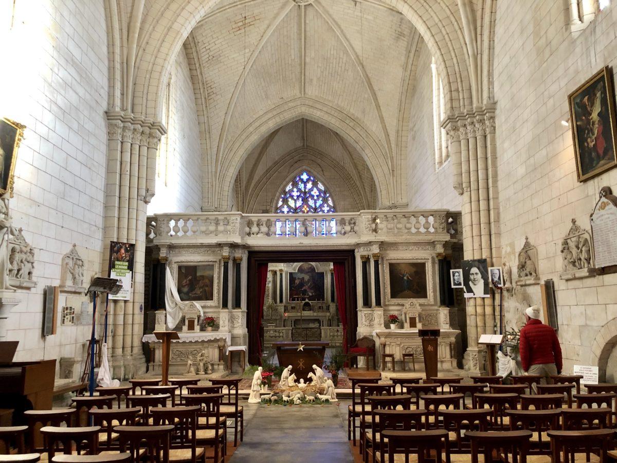 cheour de l'abbaye de bassac
