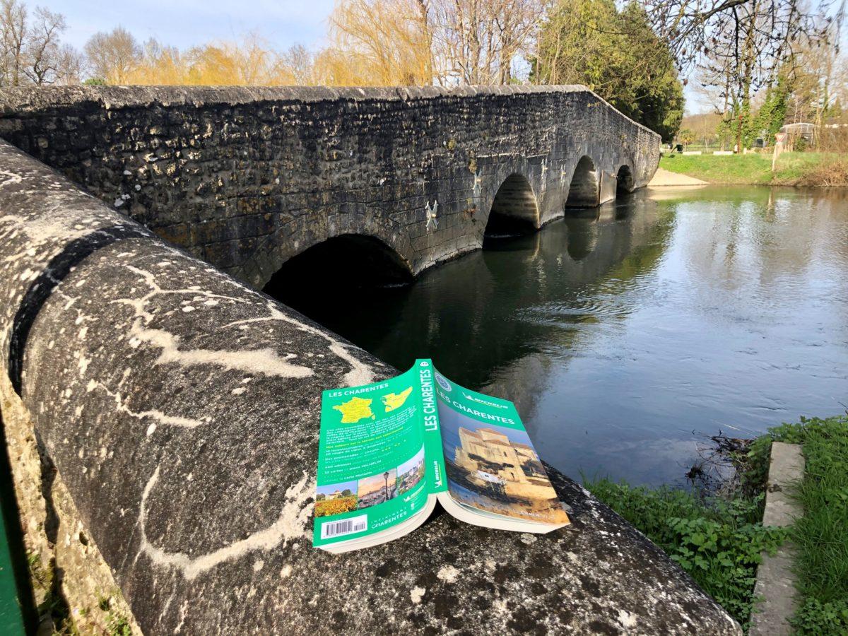 le guide vert michelin les charentes sur le pont de Vibrac