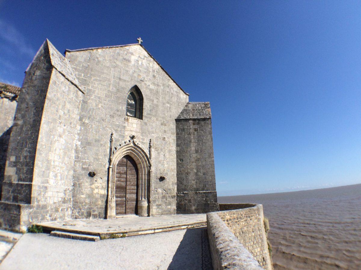 entrée de l'église de Talmont