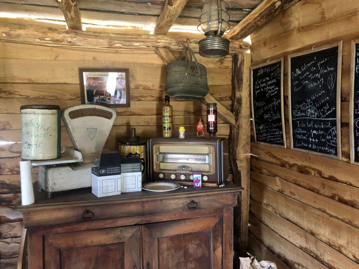 intérieur de la cabane de Pascal Pressac