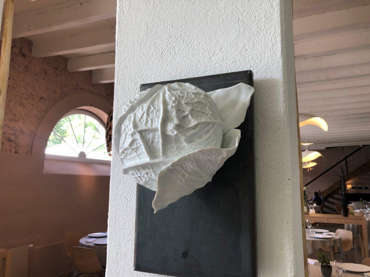 luminaire du restaurant en porcelaine de Limoges