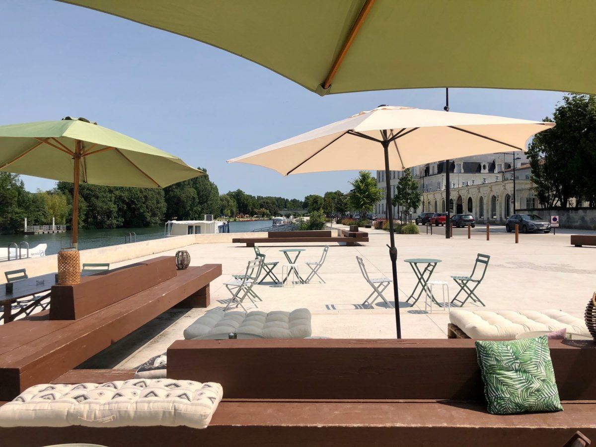 un bel endroit pour déjeuner diner sur les quais de Cognac