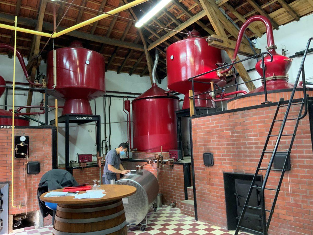 Distillateur au travail
