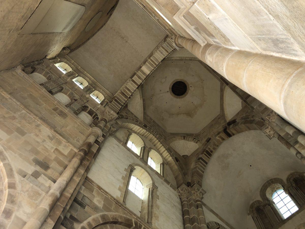 intérieur abbaye de Cluny