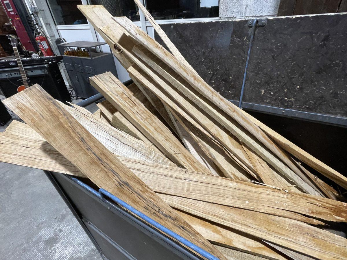 le chargement de bois pour la distillation au bois
