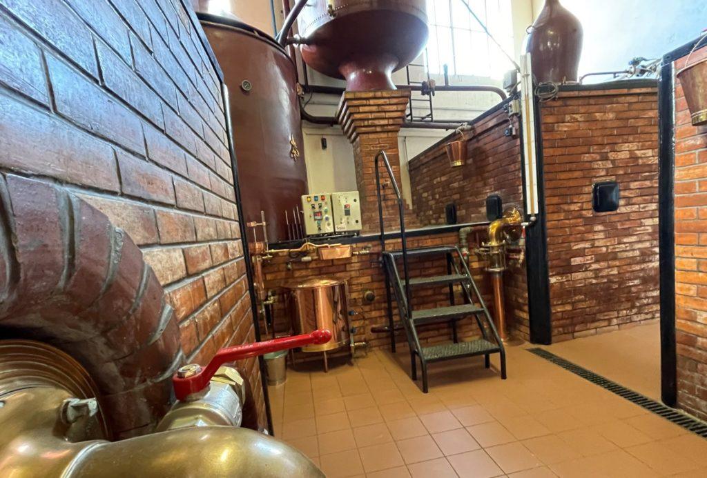 dans la distillerie Gélinaud