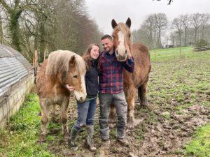 julie, antoine du domaine Rouill'Bouc et leurs chevaux