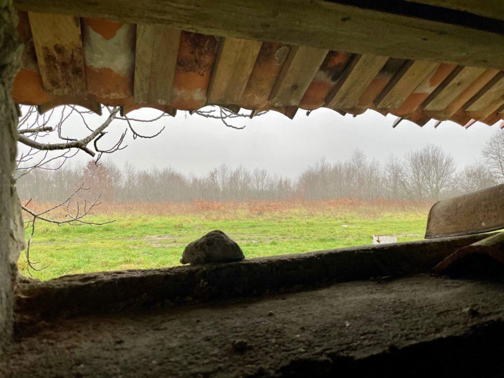 vue extérieure de l'intérieur de la cabane de Rouill'Bouc