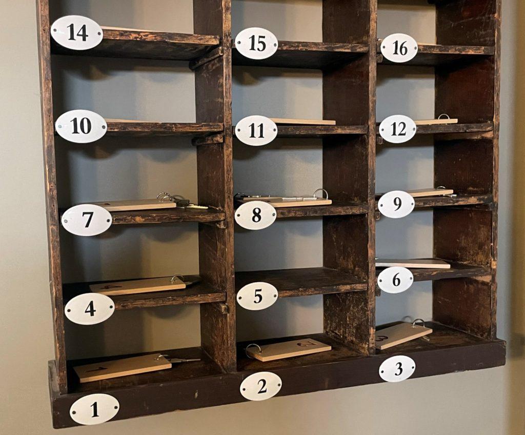 la boite à clés des chambres du logis du frêne