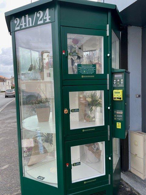 le distributeur automatique  de fleurs naturelles d'Art Alia