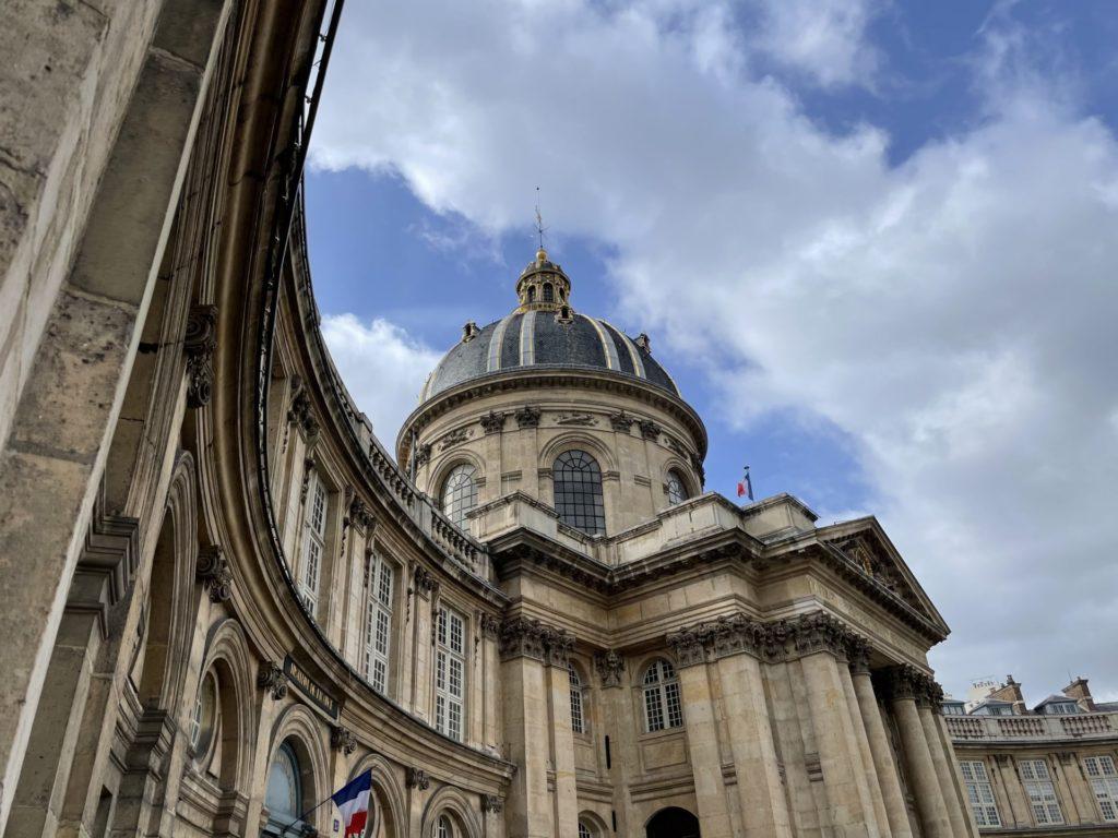le quai Conyi à Paris siège de la Fondation de la Cité du 9 è art