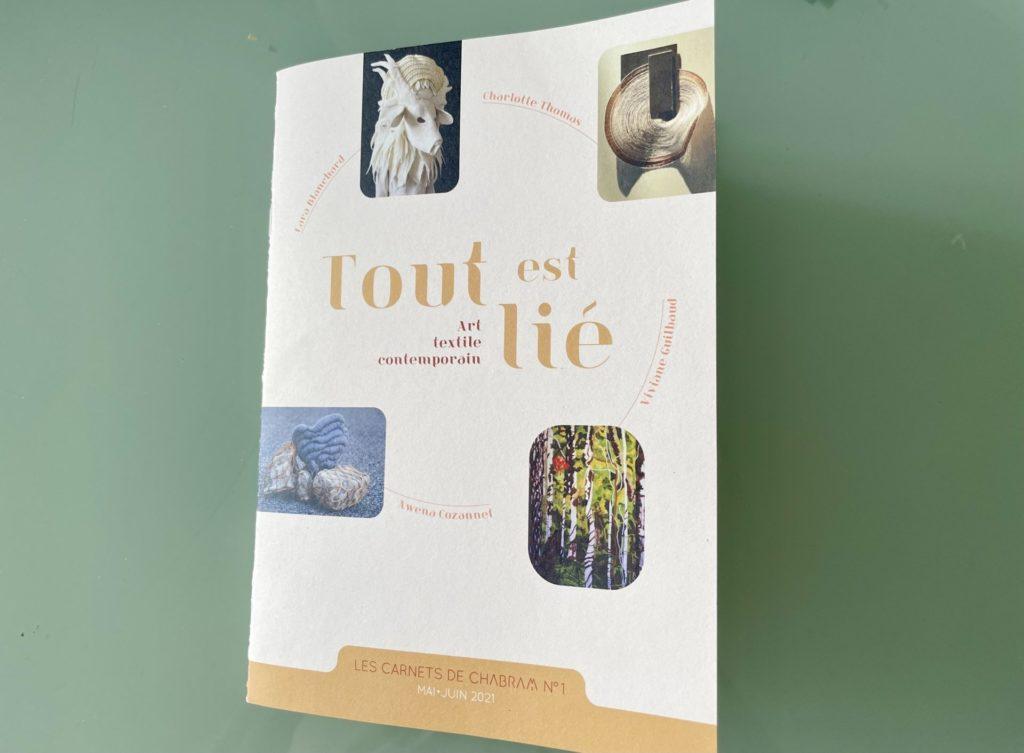 catalogue de l'exposition Tout est lié de Chabram 2 au centre d'art contemporain de Touzac