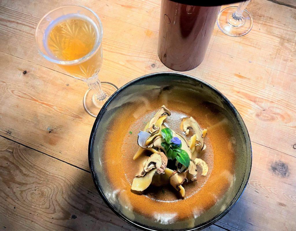 raviole de champignons, pleurotes, cèpes et shitakié et  cocktail side car un accord  parfait
