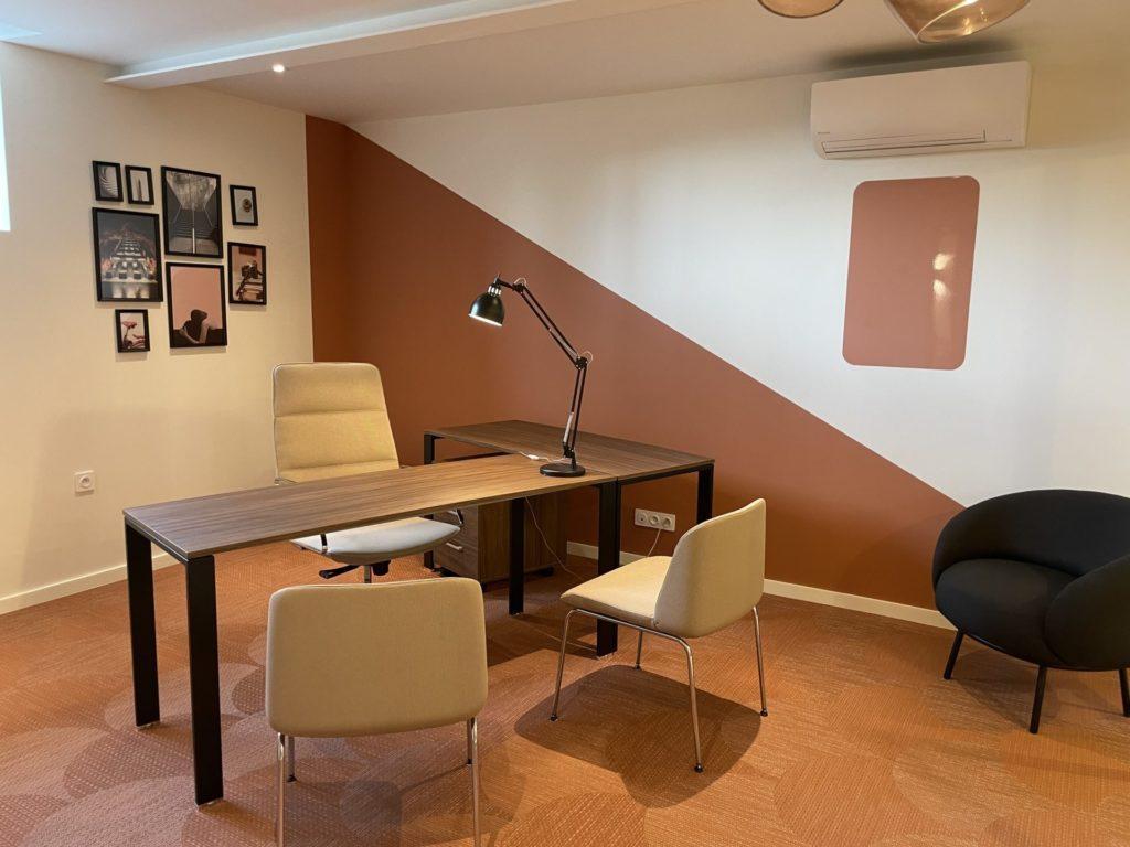 Un des bureaux de l'atelier carentonus